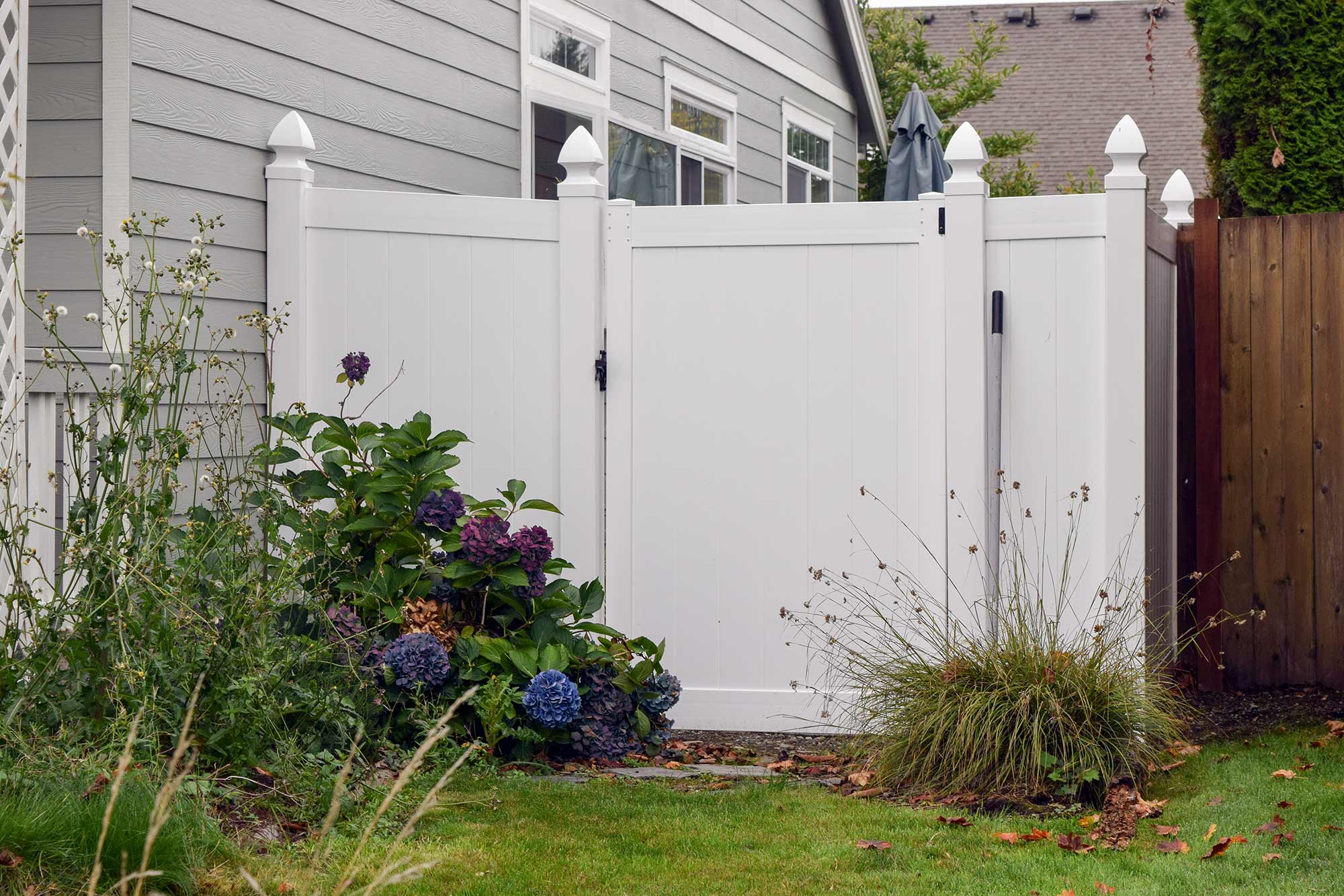 Vinyl fence example in Dupont. Vinyl fences are easy to maintain and come in a variety of colors.