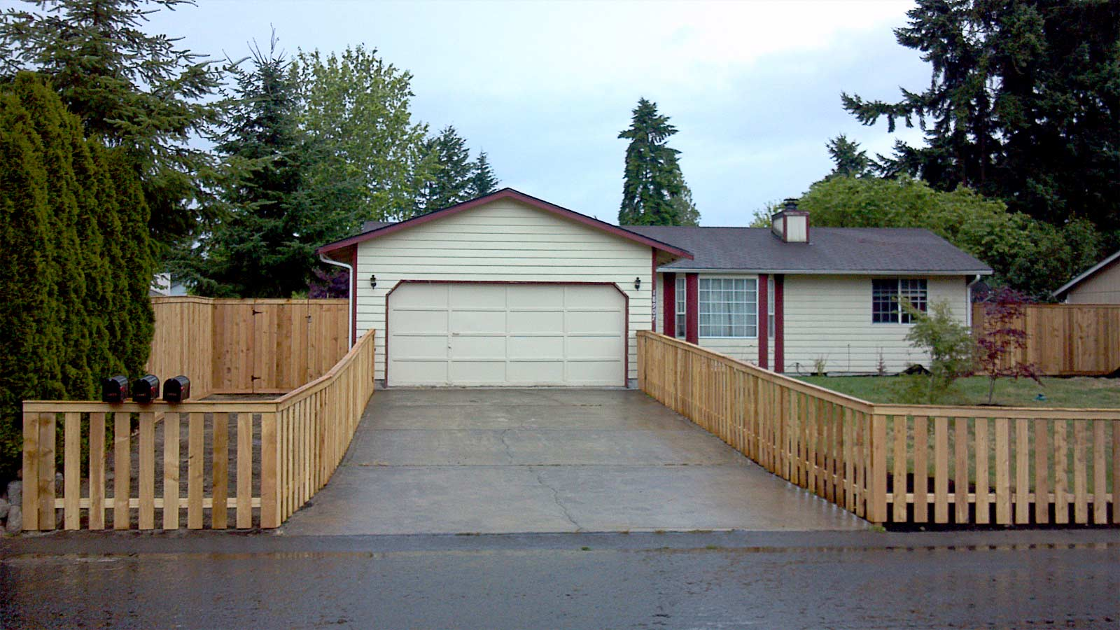 Cedar Picket Fence in Spanaway