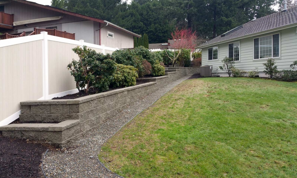 Border Retaining Wall with Capstones